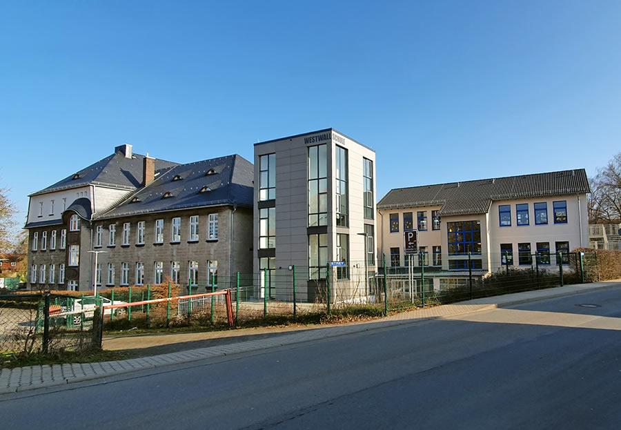 Westwallschule Gebaeude von Strasse